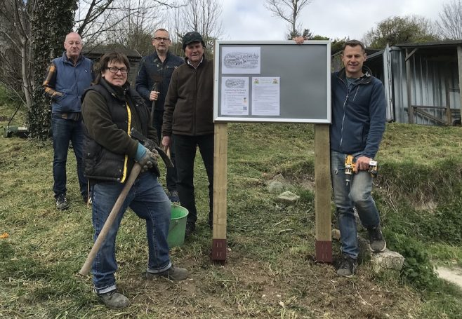 The guys from Craven Vale and Whitehawk Hill with their new noticeboards!