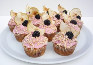 Blackberry and Apple crumble cupcakes